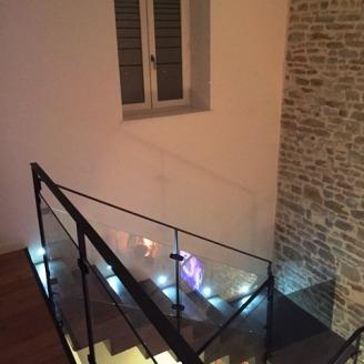 Escalier béton avec garde-corps métallique, 2Bsi Concept